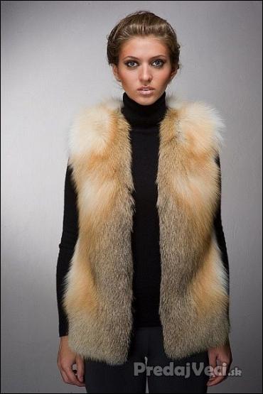ecba12fcba9b Luxusná dámska kožušinová vesta z červenej líšky. Pravá kožušina.  PredajVeci.sk